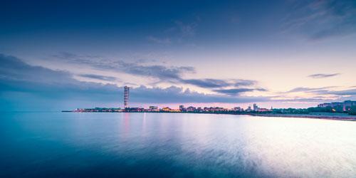 Vy över Malmö skyline i solnedgång. Foto.